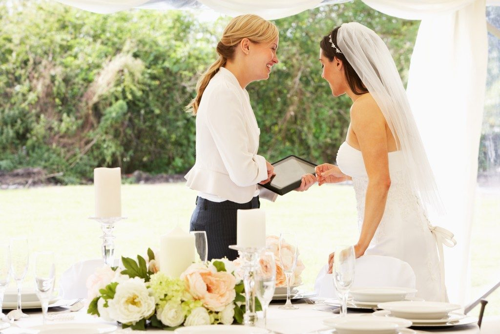 Bride talking to the wedding planner