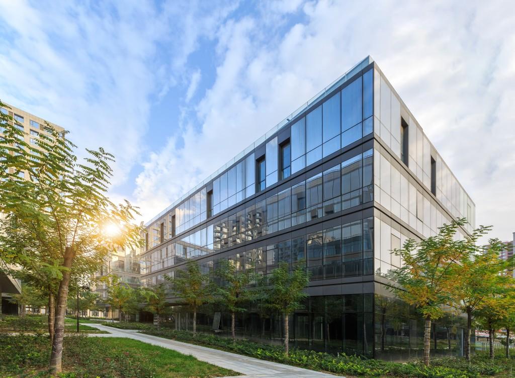 Commercial building landscape