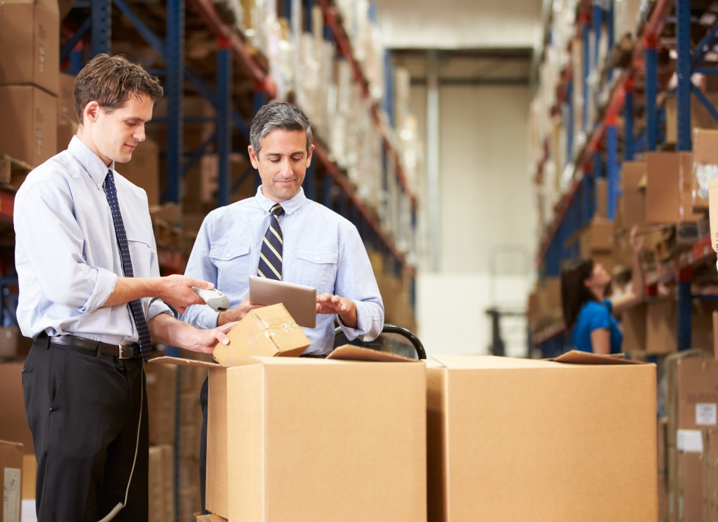 managing logistics at the warehouse