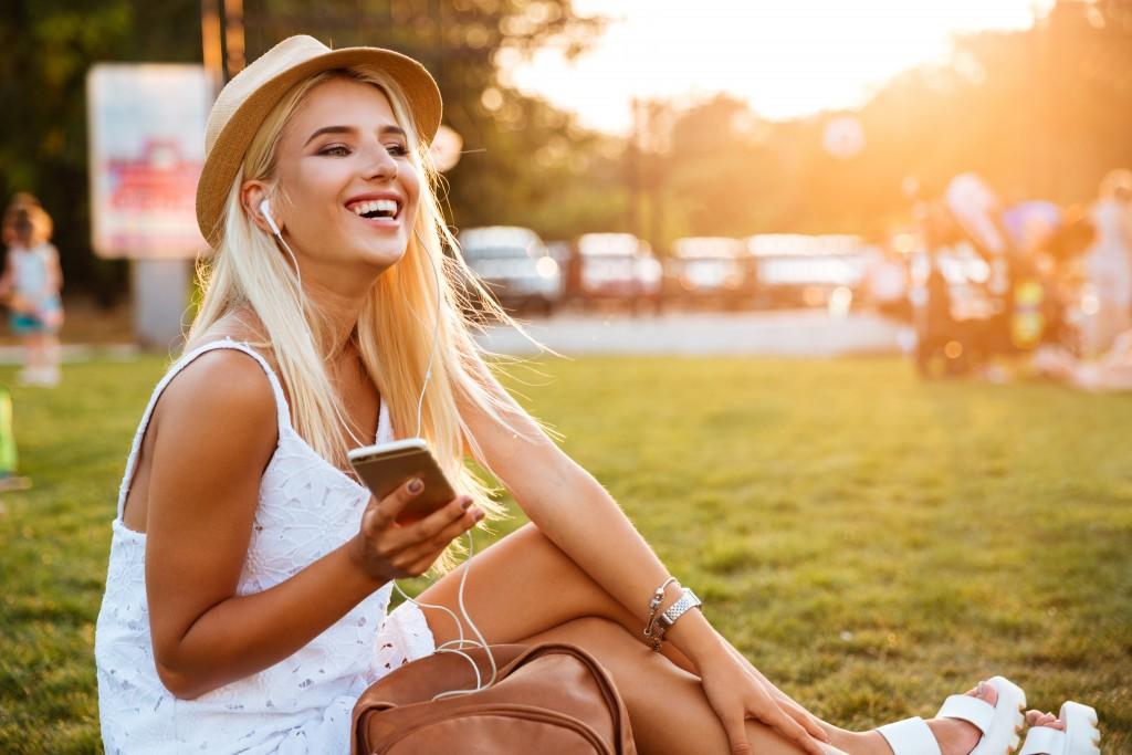 girl sitting listening to music